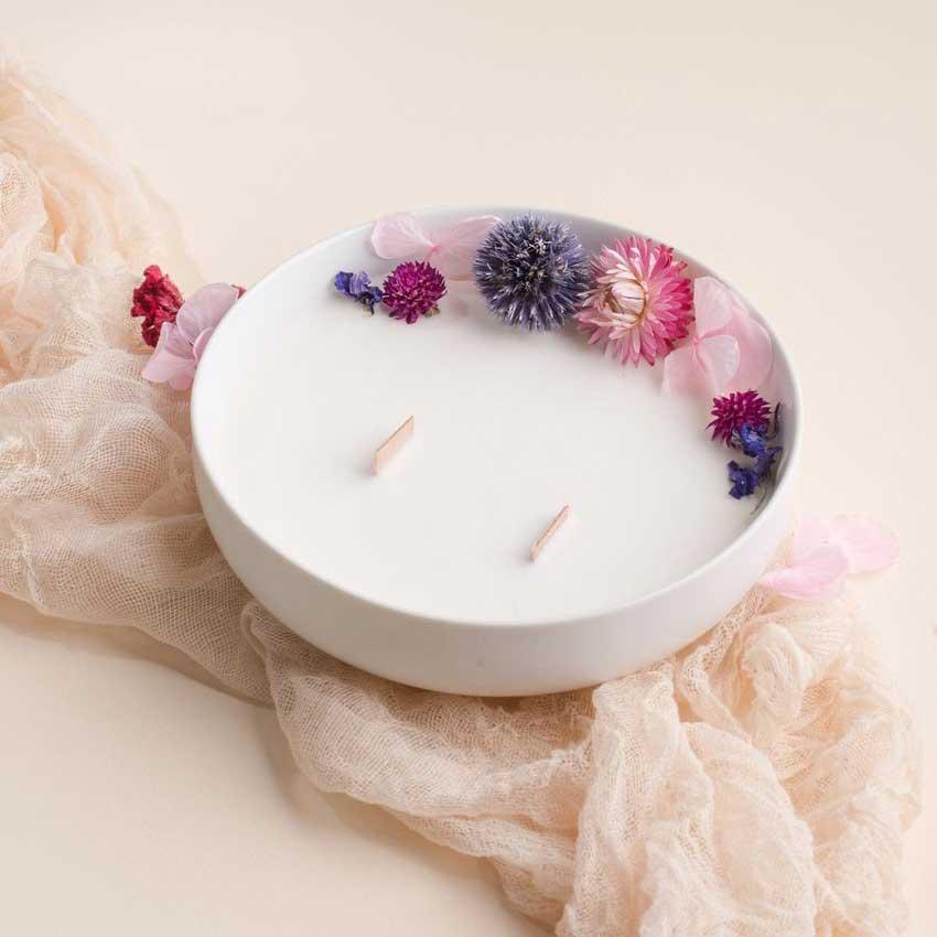 Fleur de lin / die luxuriöse Duftkerze in der Porzellanschale von Baiham Paris
