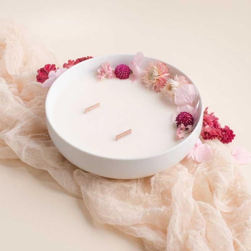 Bouquet de roses - die luxuriöse Duftkerze in der Porzellanschale von Baiham Paris