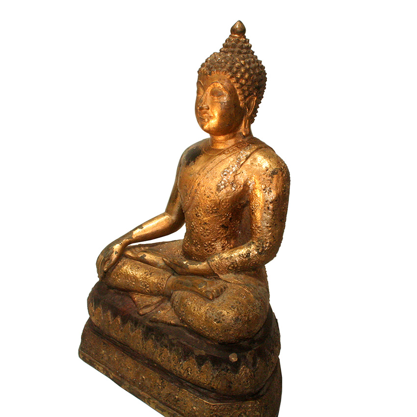 Bronzebuddha im Chiang Saen Stil auf dem Flammenthron