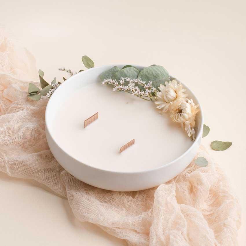 Fleur de coton / die luxuriöse Duftkerze in der Porzellanschale von Baiham Paris