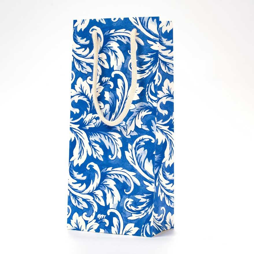 """Geschenktasche """"CHINA BLUE ACANTHUS WINE BAG"""" von Hester & Cook"""