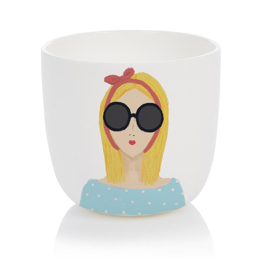 Blonde Girl Cup - Porzellanbecher / Porzellantasse von Nelly Castro